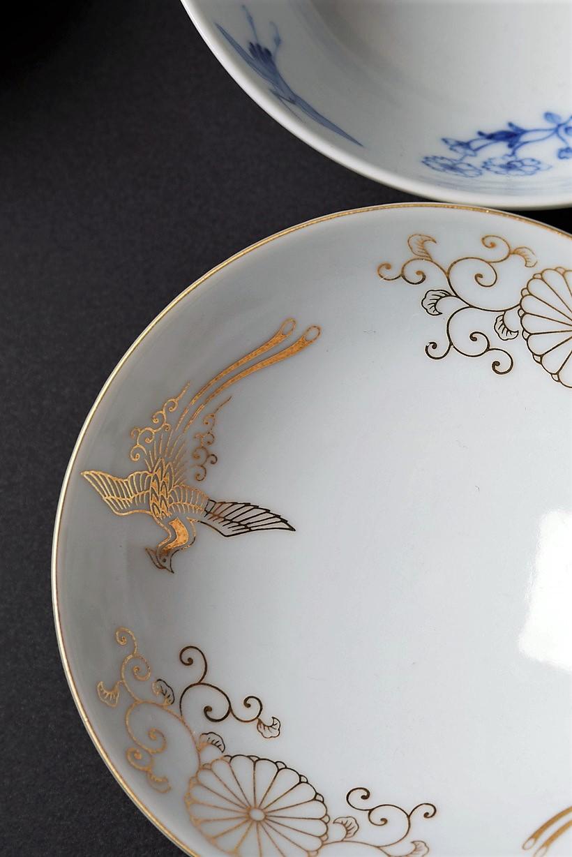 Image of Royal Warrant plates